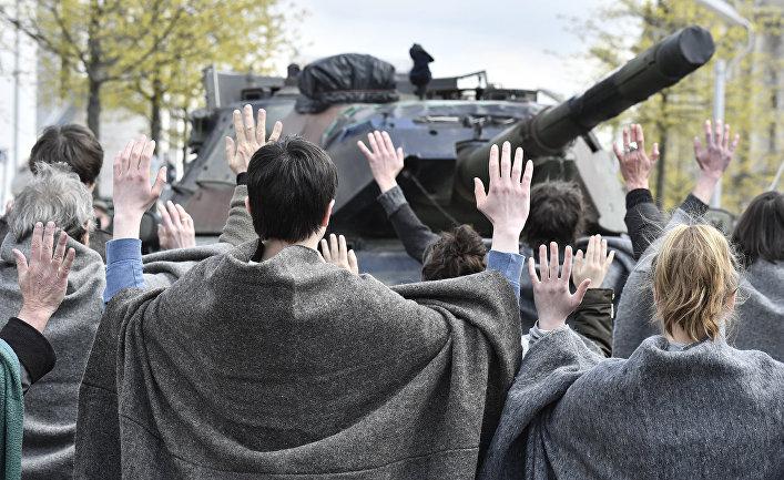Участники акции протеста против планов построить танковый завод в Турции