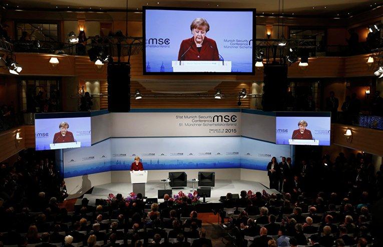 Канцлер Германии Ангела Меркель выступает на Мюнхенской конференции по безопасности