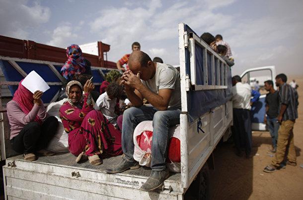 Сирийские курды после пересечения границы с Турцией