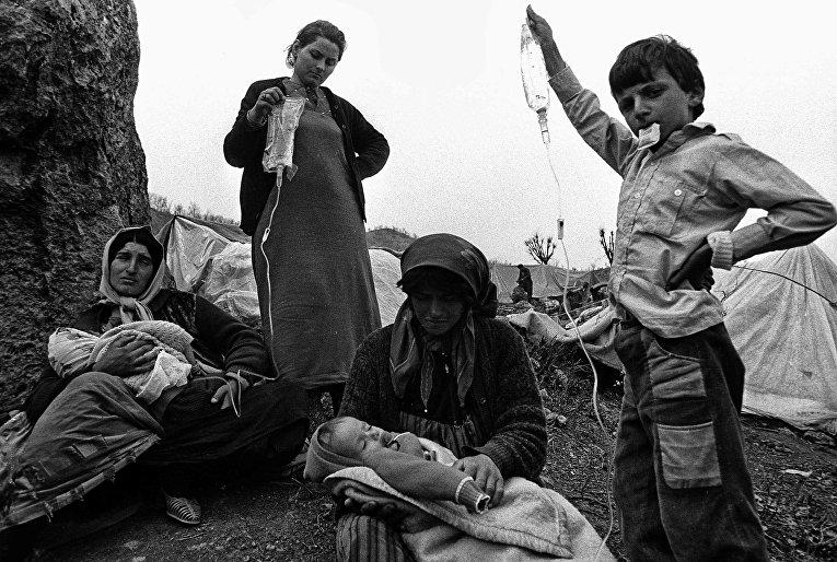 Иракские курды в лагере для беженцев Чукурджа в Турции, 1991 год