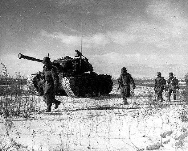 Морские пехотинцы отступают от Чосина, Корейская война 1950-1953 годов