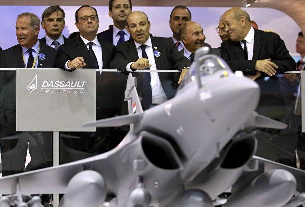 Президент Франции Франсуа Олланд на открытии 51-го Международного аэрокосмического салона в Ле-Бурже