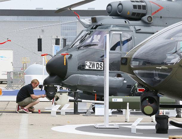 Вертолет Airbus H225 M накануне открытия Международного авиакосмического салона в Ле Бурже