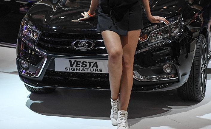 Модель на стенде автопроизводителя LADA на Московском международном автомобильном салоне