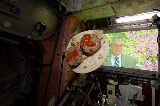 Еда на борту МКС