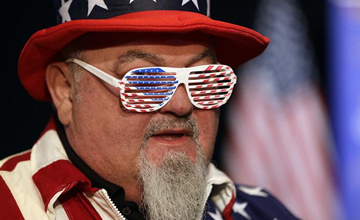 Участник вечеринки в честь промежуточных выборов в Индианаполисе, США