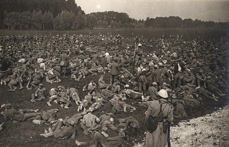 Немецкие военнопленные на поле в Лонжо