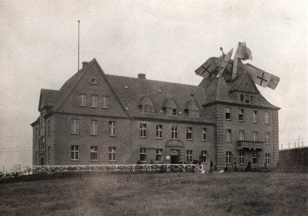 Гидросамолет «Фридрихсхафен», упавший на здание в Германии