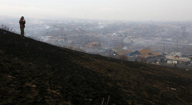 Последствия лесных пожаров в поселке Шира в Хакасии