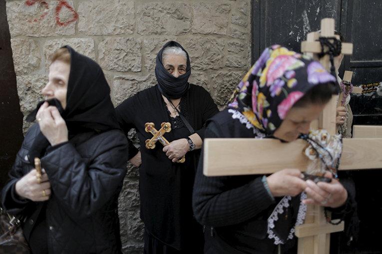 Процессия на Виа Долороза в Иерусалиме на Страстную пятницу