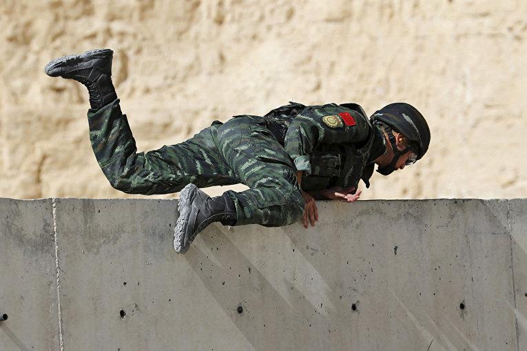Китайский солдат на 6-х ежегодных соревнованиях военных подразделений под эгидой короля Иордании Абдаллы II