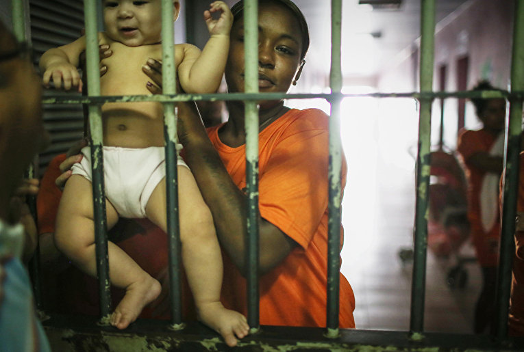 Заключенная тюрьмы Педриньяс в Бразилии
