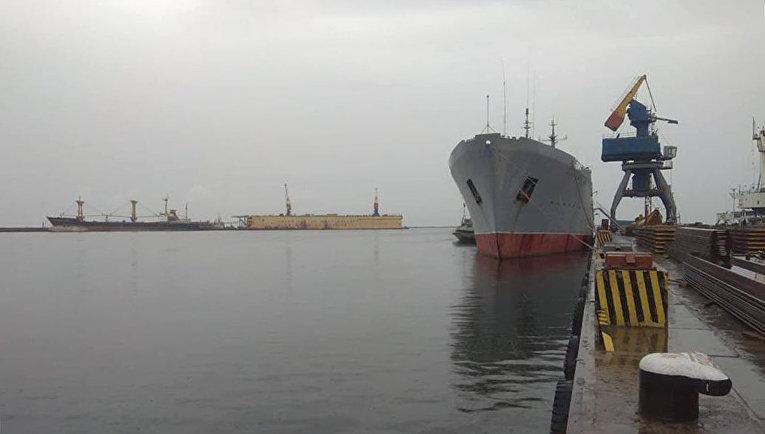 Корабль ВМС Украины в Мариуполе