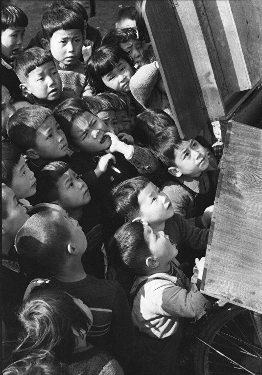 Дети в Токио (Кэн Домон, 1953)