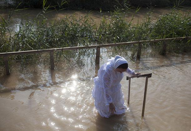 Празднование Крещения рядом с городом Иерихон на Западном берегу реки Иордан