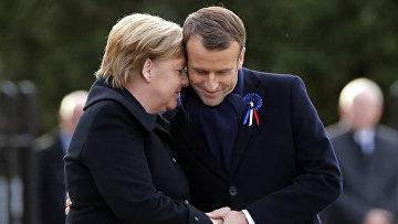 Президент Франции Эммануэль Макрон и канцлер Германии Ангела Меркель во время церемонии в Компьене