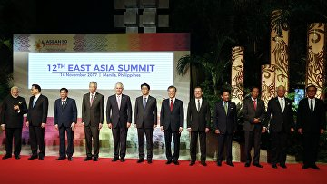 Церемония фотографирования глав делегации стран-участниц 12-го Восточноазиатского саммита