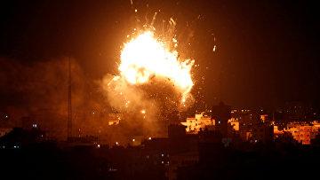 Взрыв в телевизионной станции ХАМАС в городе Газа в результате израильского авиаудара