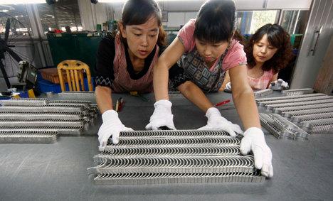 рабочие на заводе в китае