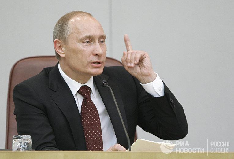 Премьер-министр РФ Владимир Путин на заседании Госдумы РФ