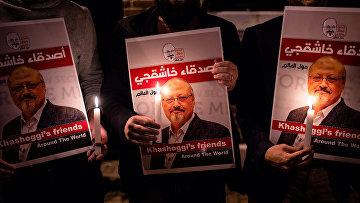 Плакаты с изображением саудовского журналиста Джамала Хашогги во время встречи у консульства Саудовской Аравии в Стамбуле