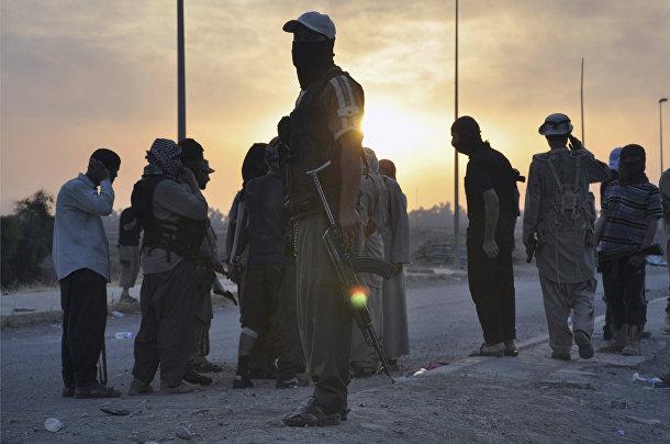 Боевики «Исламского государства Ирак и Шама» на блокпосту в городе Мосул