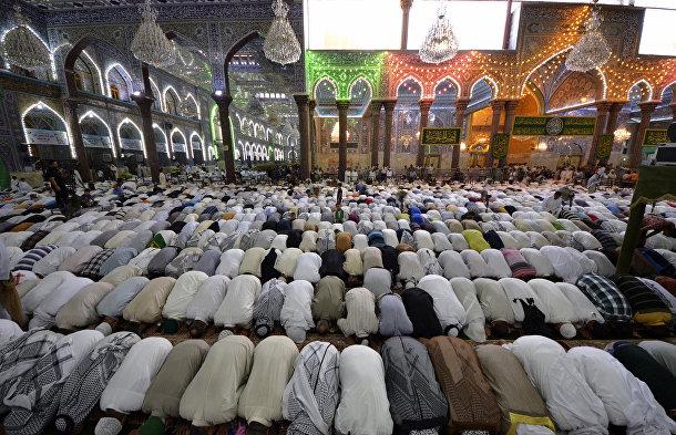 Шииты на пятничной молитве в городе Кербела