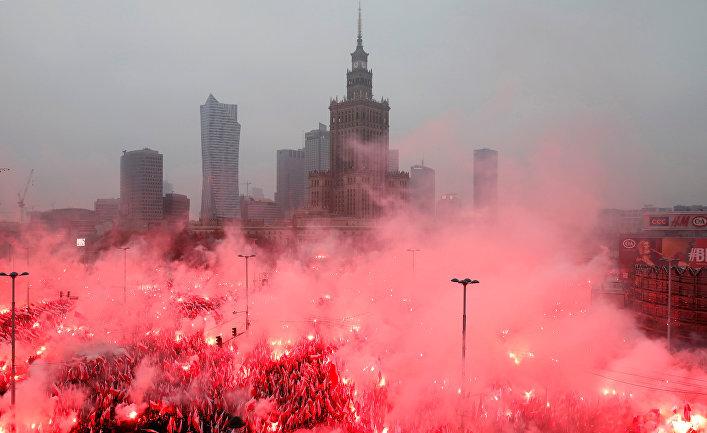 Марш в часть 100-летия польской независимости в Варшаве