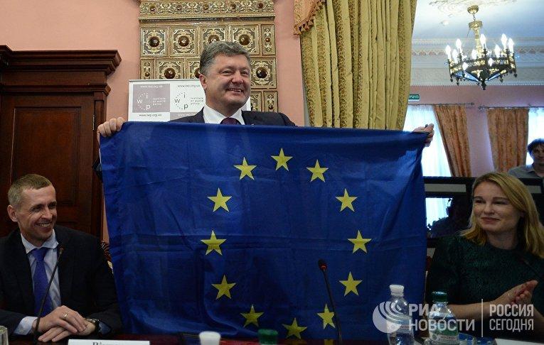 Кандидат в президенты Украины Петр Порошенко на презентаци Института мировой политики