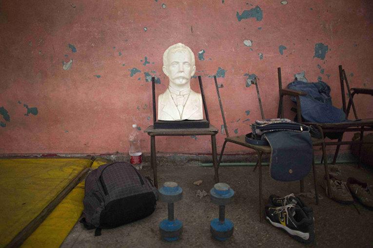 Бюст Хосе Марти в школе рестлинга в Гаване