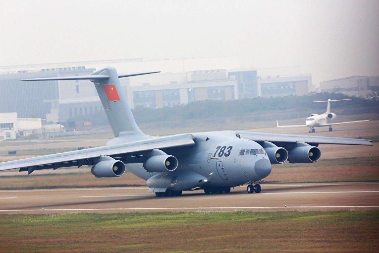 Китайский военный самолет Y-20 на авиасалоне в Чжухае