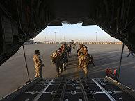 Американские солдаты покидают военную базу в провинции Гильменд