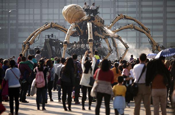 Паук в представлении от компании La Machine в Пекине