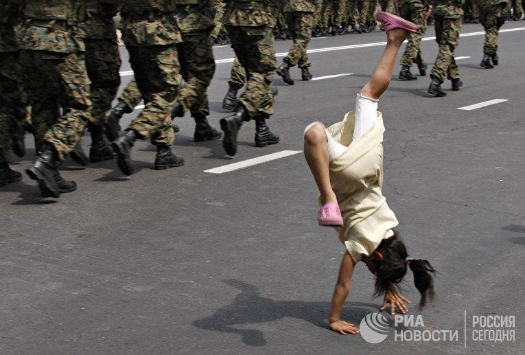 Во время репетиции военного парада, который пройдет на проспекте Руставели в День независимости Грузии 26 мая