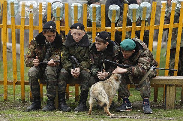 Ученики кадетской школы имени генерала Ермолова во время двухдневных полевых учений