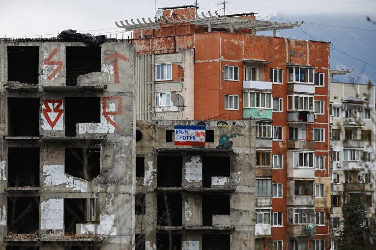 Недостроенное здание в Ялте