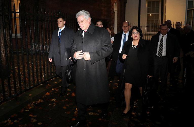 Президент Кубы Мигель Диас-Канель покидает Даунинг-стрит в Лондоне