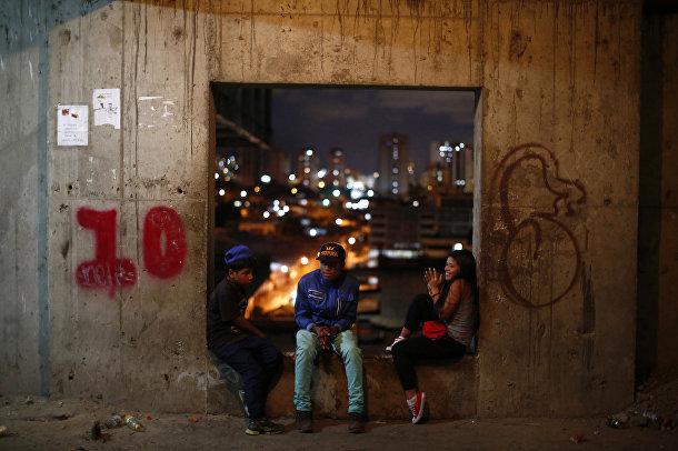 Подростки на десятом этаже небоскреба «Башня Давида» в Каракасе