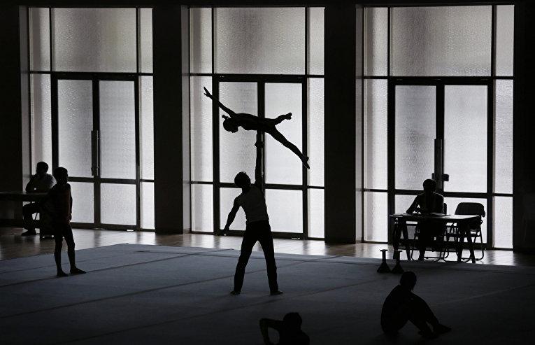 Тренировка гимнастов в Пхеньяне