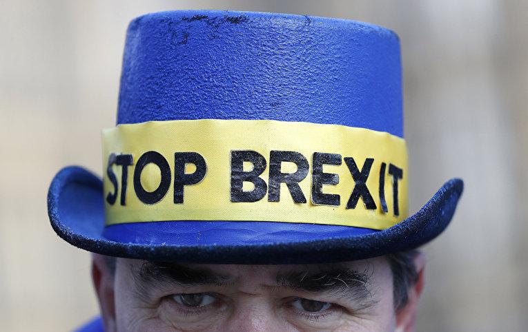 Противник выхода Великобритании из ЕС во время акции протеста в Лондоне