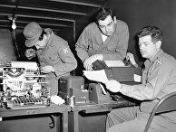 Американские военные получают данные о раненых и военопленных по телетайпу