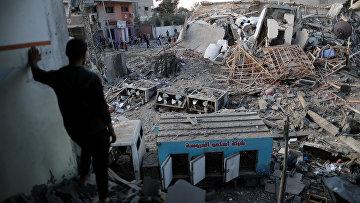 """Разрушенное в результате авиаударов Израиля здание телекомпании """"Хамас"""" в секторе Газа"""