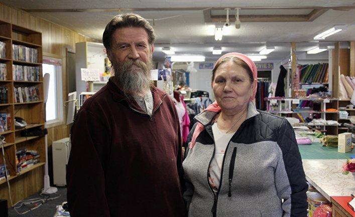 Жительница деревни старообрядцев Николаевска Варвара Феофанова с мужем Абрамом