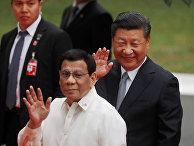 Председатель КНР Си Цзиньпин и президент Филиппин Родриго Дутерте во время встречи в президентском дворце в Маниле