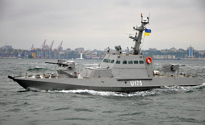 Малый бронированный артиллерийский корабль Бердянск у берегов Одессы