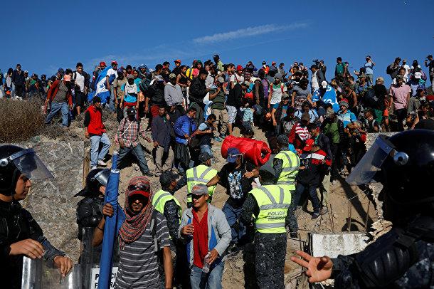 Мигранты в мексиканском пограничном городе Тихуана