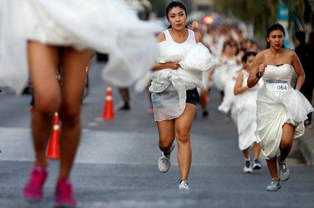 Участники «Забега невест» в Бангкоке