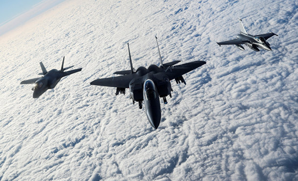 Истребители Великобритании, США и Франции во время военных учений
