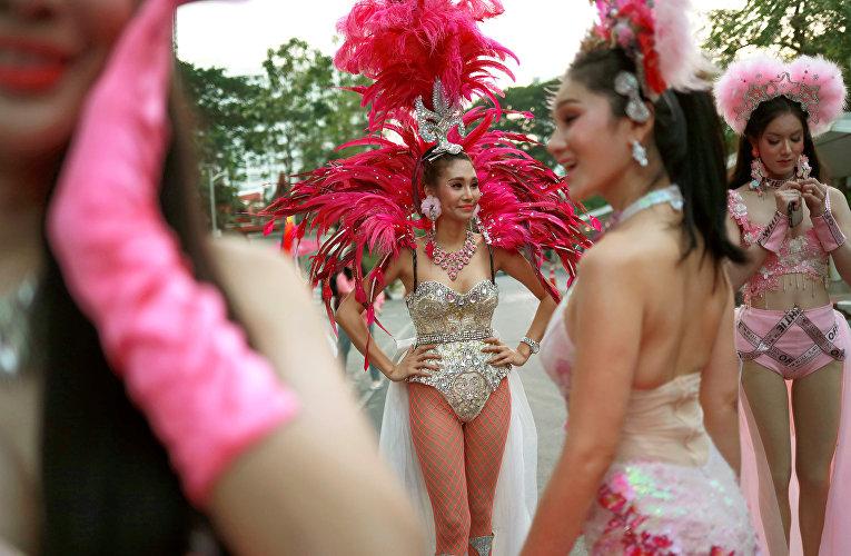 Участники гей-парада в Бангкоке