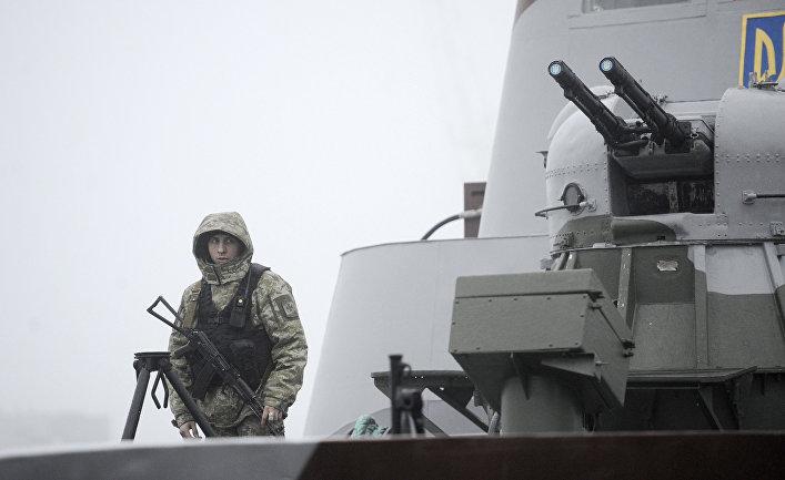 Украинские военнослужащие на борту военного катера «Дондасс» в Мариуполе